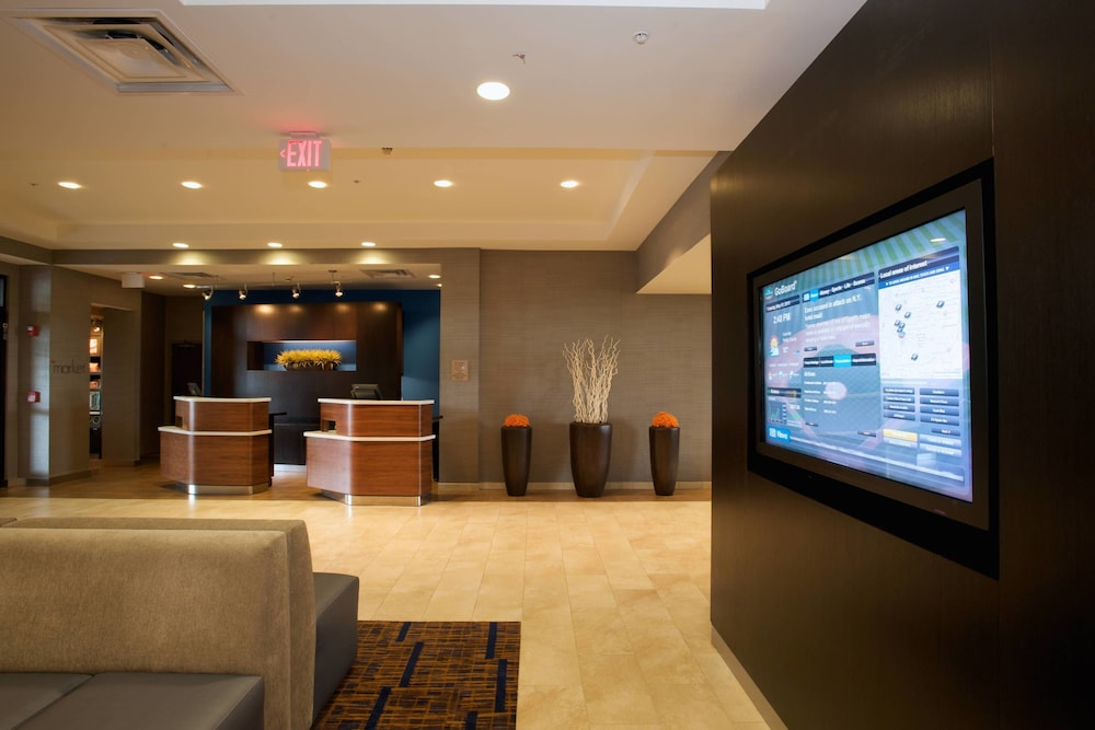 Lobby, Courtyard by Marriott Louisville Airport