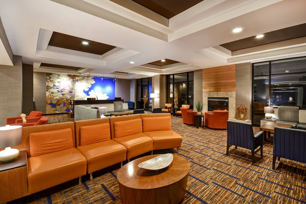 Lobby Sitting Area, Courtyard by Marriott Louisville Airport