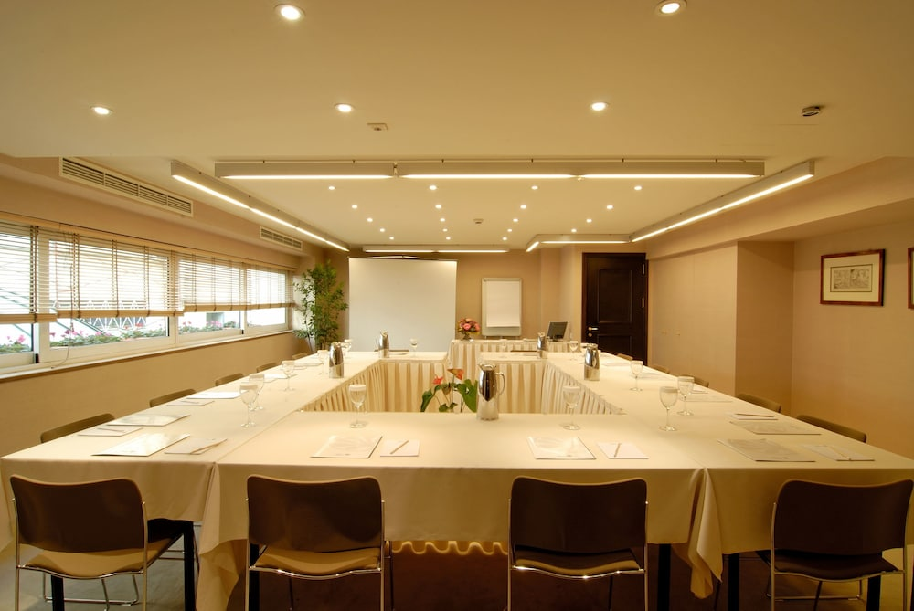 Business Center, Hera Hotel