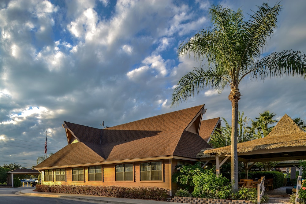 Front of Property, Polynesian Isles by Diamond Resorts
