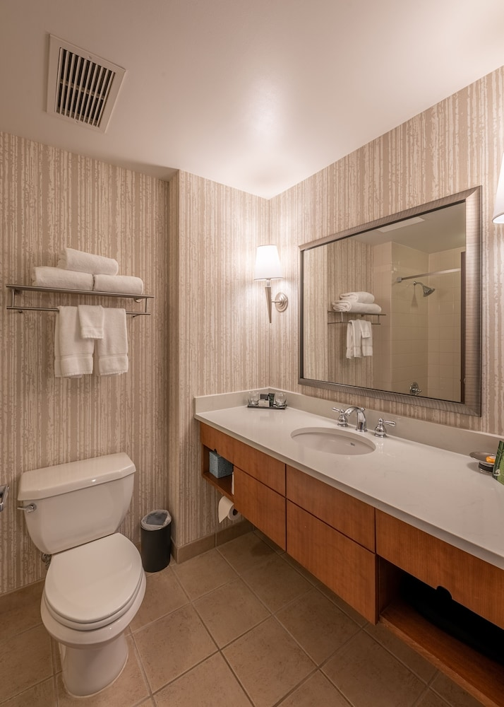 Bathroom, The Blackwell Inn and Pfahl Conference Center