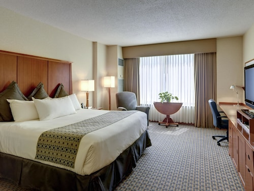 Hotels near Columbus Airport: (CMH) Hotels with Free Airport