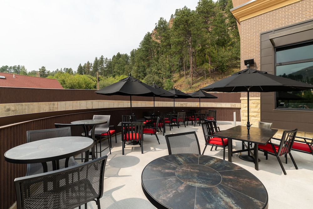 Outdoor Dining, DoubleTree by Hilton Deadwood at Cadillac Jack's