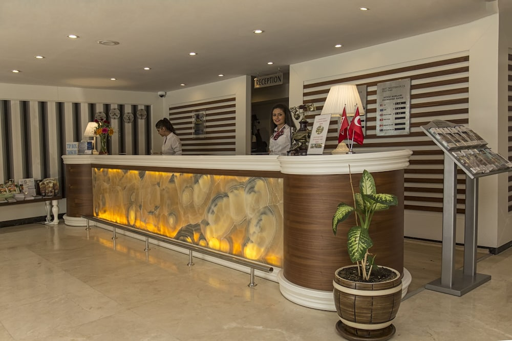 Reception, Best Western Plus Khan Hotel