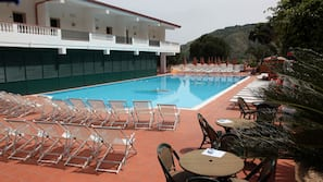 Piscina stagionale all'aperto, una piscina in terrazza