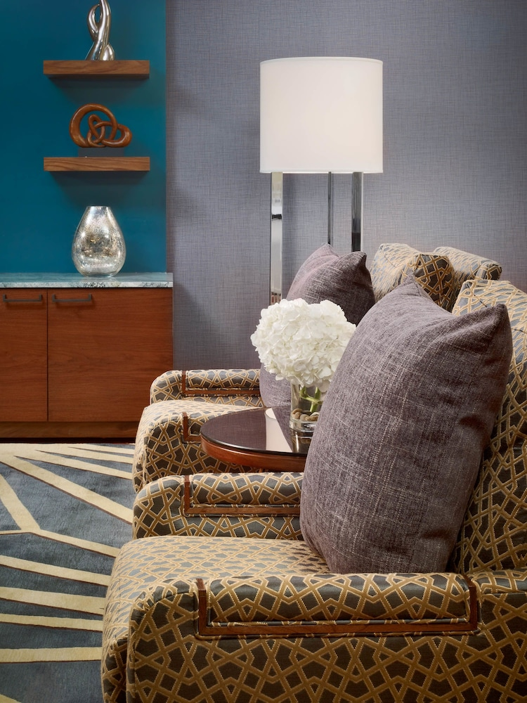 Living Area, Royal Sonesta Houston Galleria