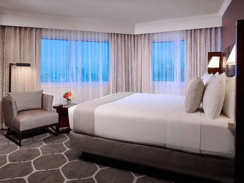 Room, Royal Sonesta Houston Galleria