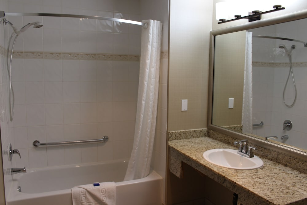 Bathroom Shower, Best Western King George Inn & Suites