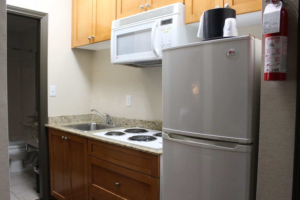 Private Kitchenette, Best Western King George Inn & Suites