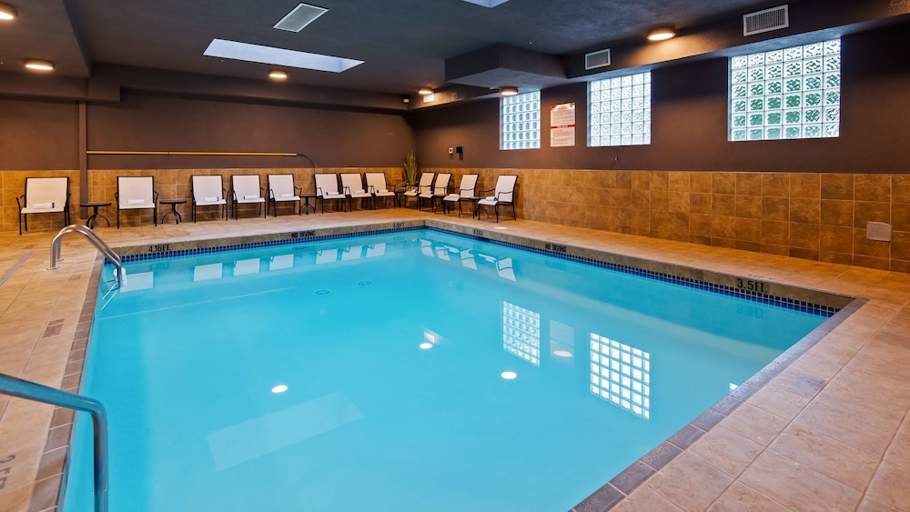 Pool, Best Western King George Inn & Suites