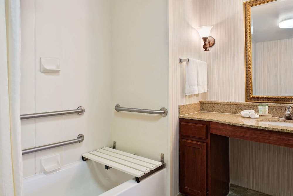 Bathroom, Homewood Suites by Hilton Richmond - Airport