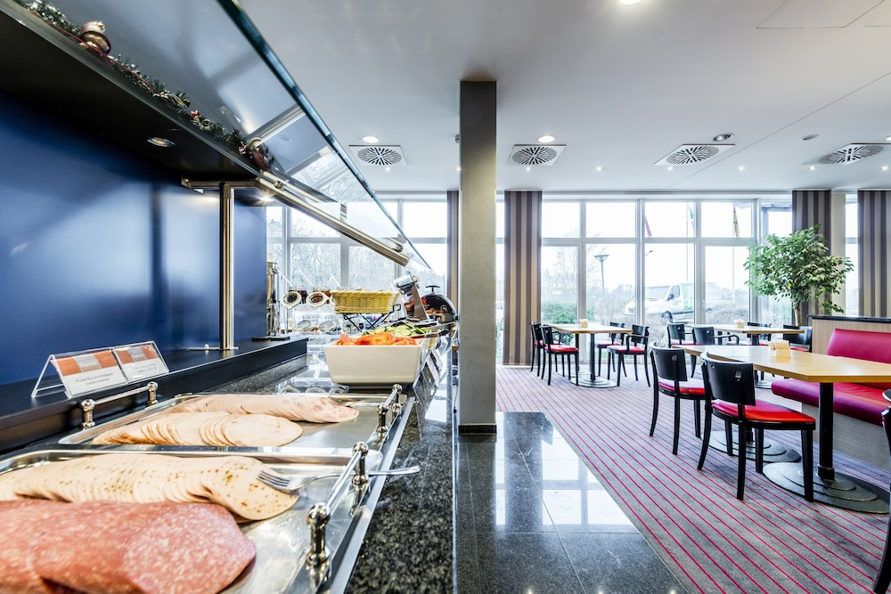 Breakfast buffet, Holiday Inn Express Frankfurt Airport