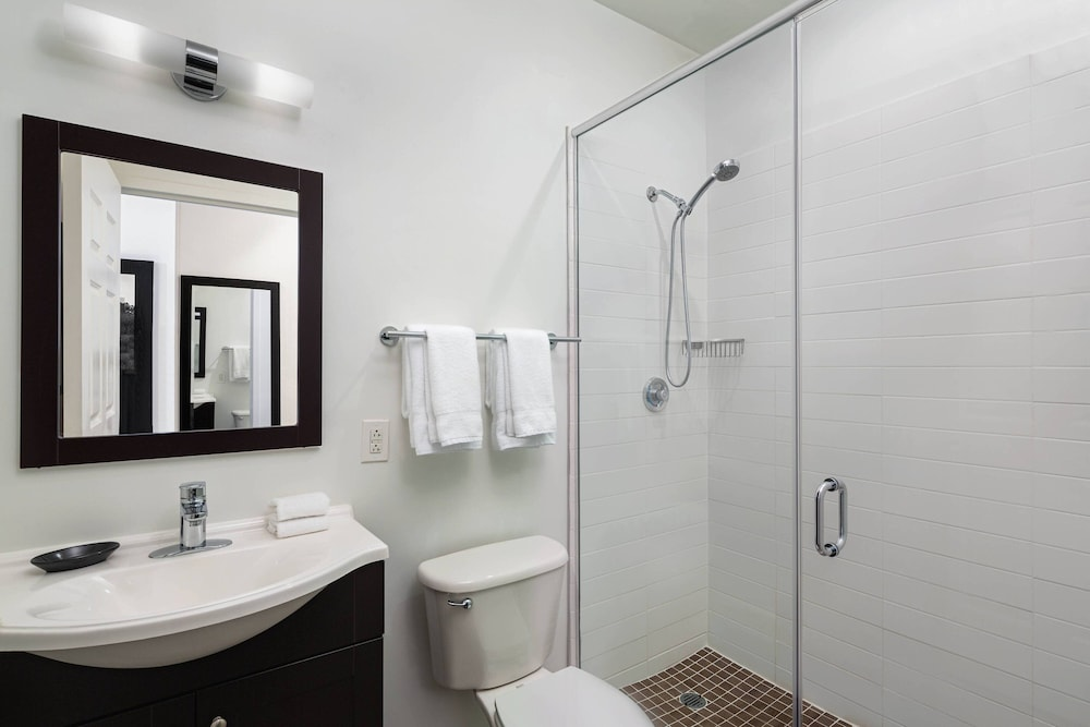 Bathroom, Philadelphia Center City Residence Inn by Marriott