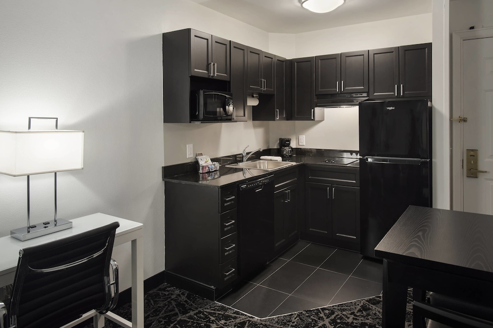 Private Kitchenette, Philadelphia Center City Residence Inn by Marriott