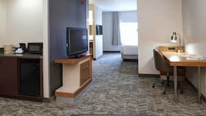 Minibar, desk, iron/ironing board, free cribs/infant beds