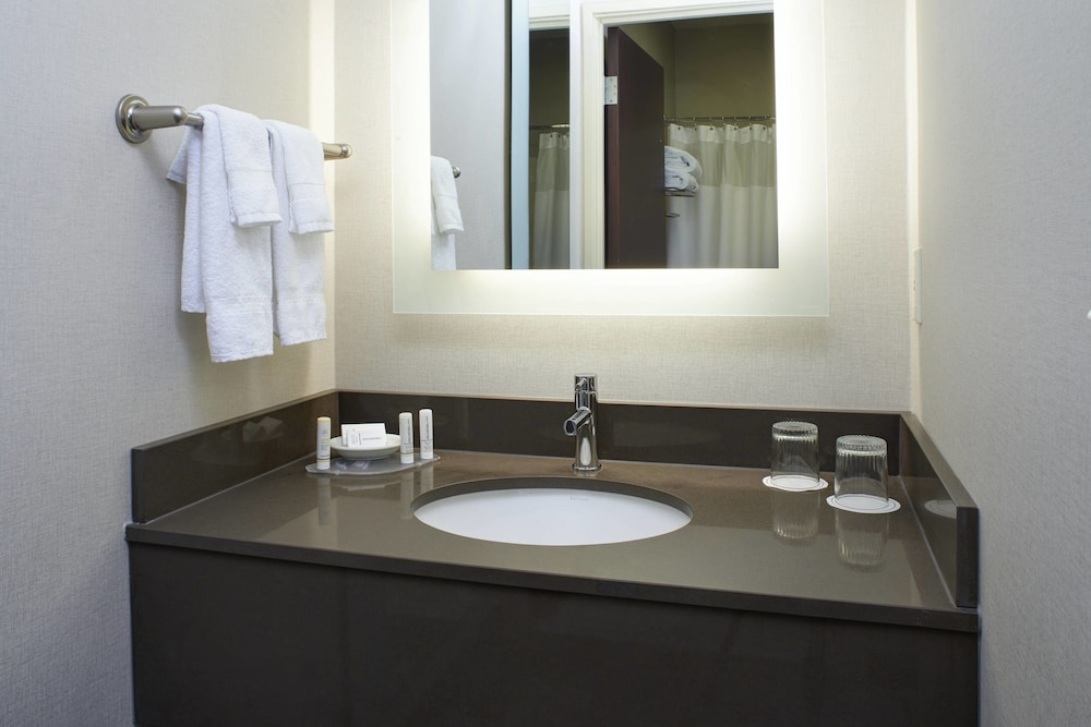 Bathroom, SpringHill Suites by Marriott Frankenmuth