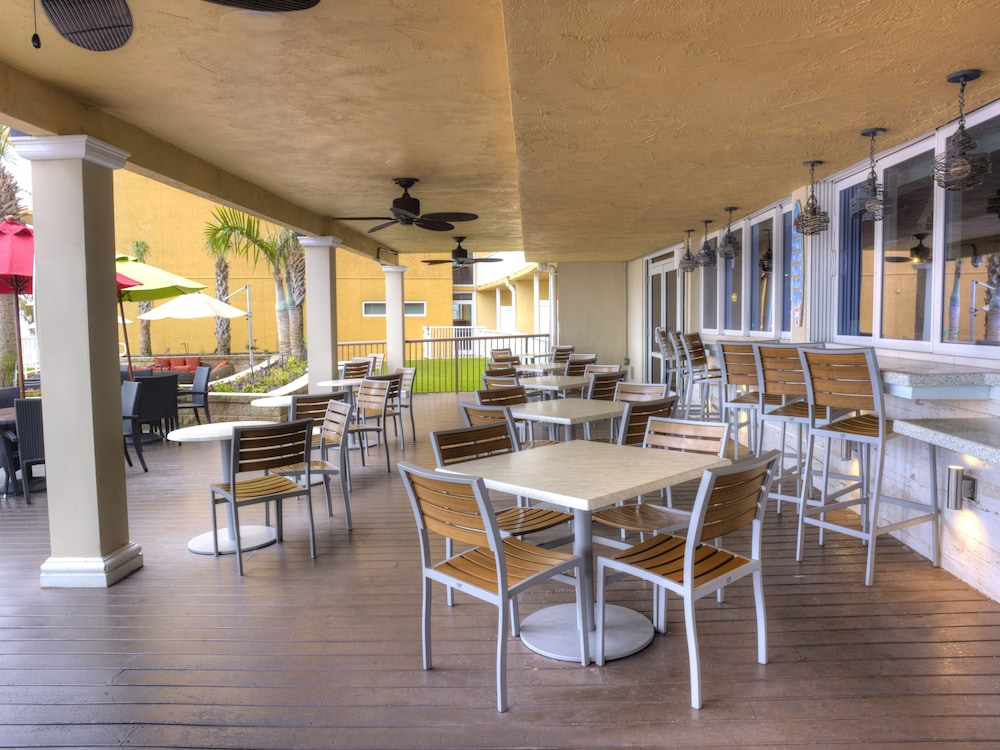 Outdoor Dining, Holiday Inn Resort Daytona Beach Oceanfront