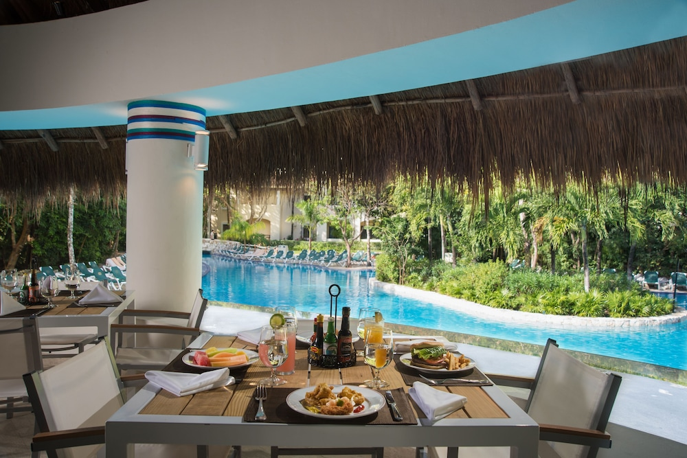 Poolside Bar, Occidental at Xcaret Destination - All Inclusive