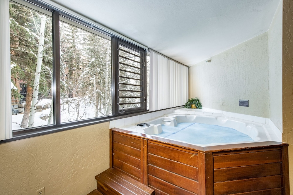 Private Spa Tub, Silver King Hotel by All Seasons Resort Lodging