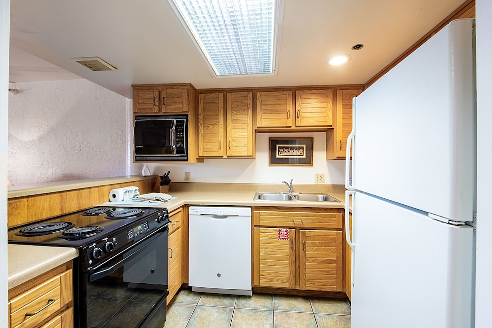 Private Kitchen, Silver King Hotel by All Seasons Resort Lodging