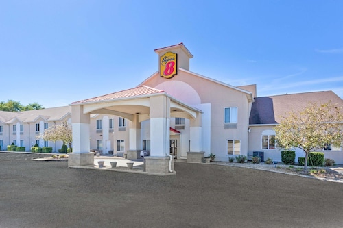 Super 8 by Wyndham Cloverdale