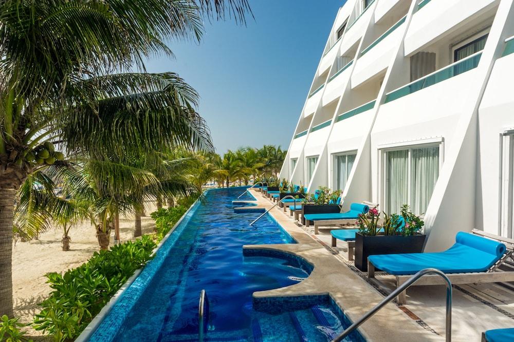 Hotel Flamingo Cancun Resort