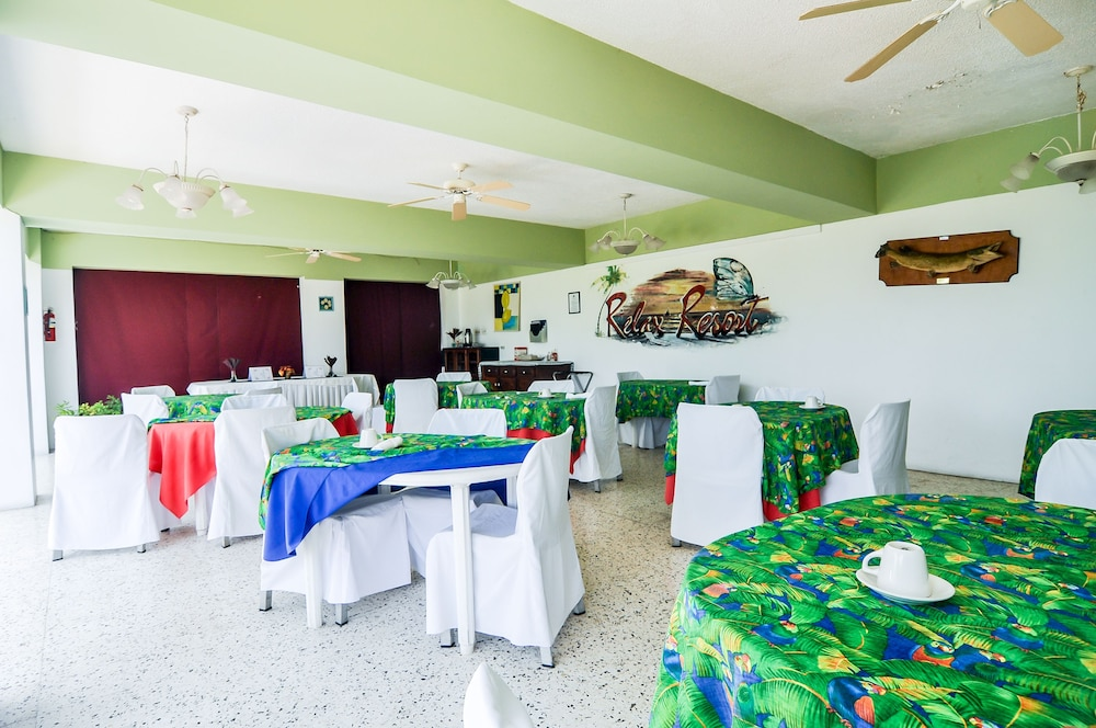 Family Dining, Relax Resort