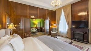 Premium bedding, down duvet, pillow top beds, in-room safe