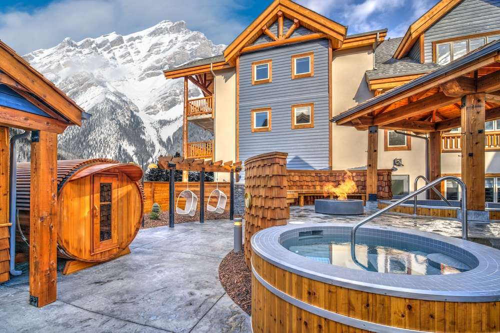 Outdoor Spa Tub, Canalta Lodge