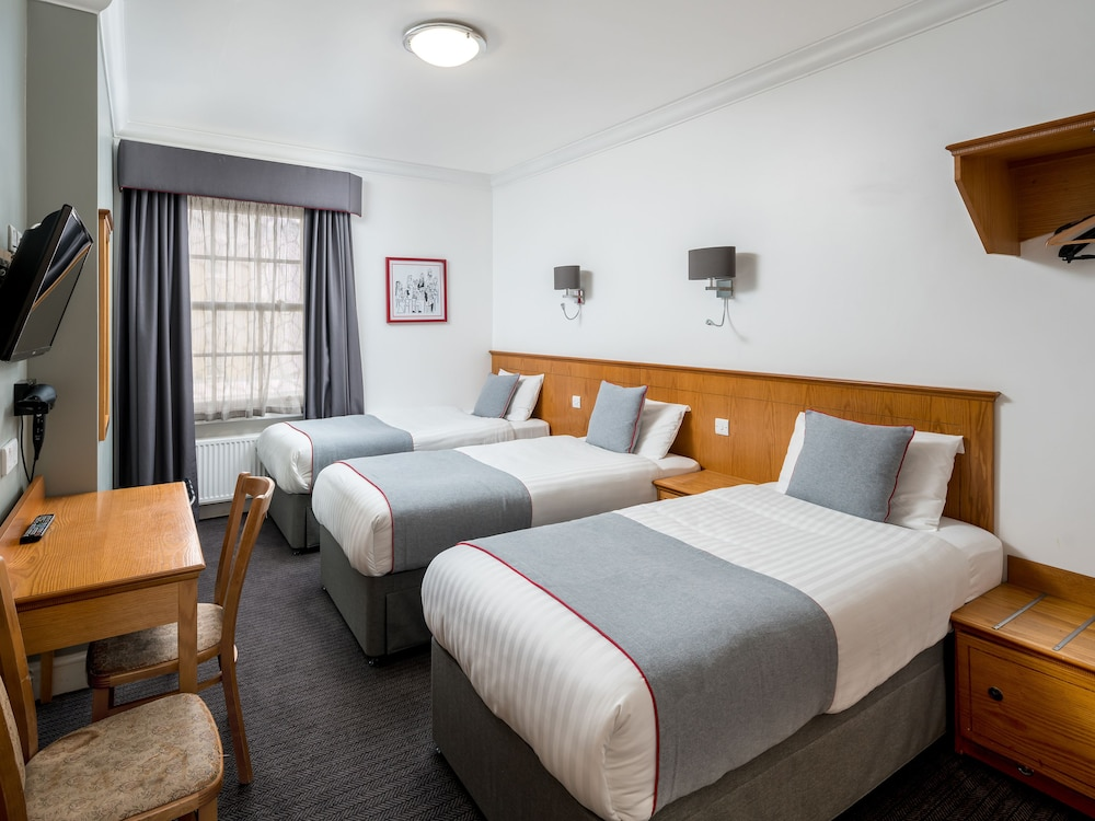 Room, OYO Townhouse New England Victoria