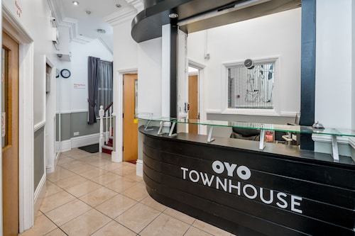 OYO Townhouse New England Victoria