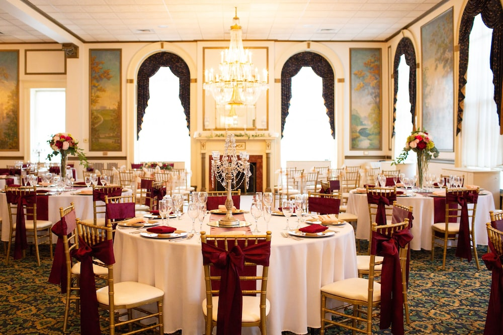 Banquet Hall, Inn on Broadway