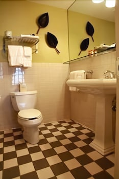 Bathroom, Inn on Broadway