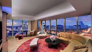 高档床上用品、客房内保险箱、办公桌、遮光窗帘