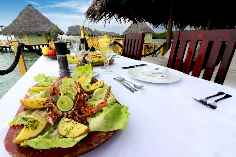 Outdoor Dining, Punta Caracol Acqua Lodge
