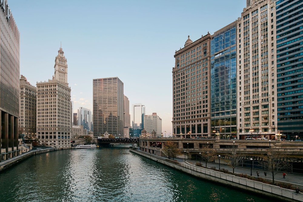 Club quarters hotel reviews photos rates for Hotel accommodations chicago