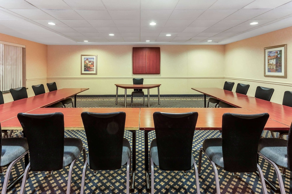 Meeting Facility, La Quinta Inn & Suites by Wyndham Milwaukee SW New Berlin