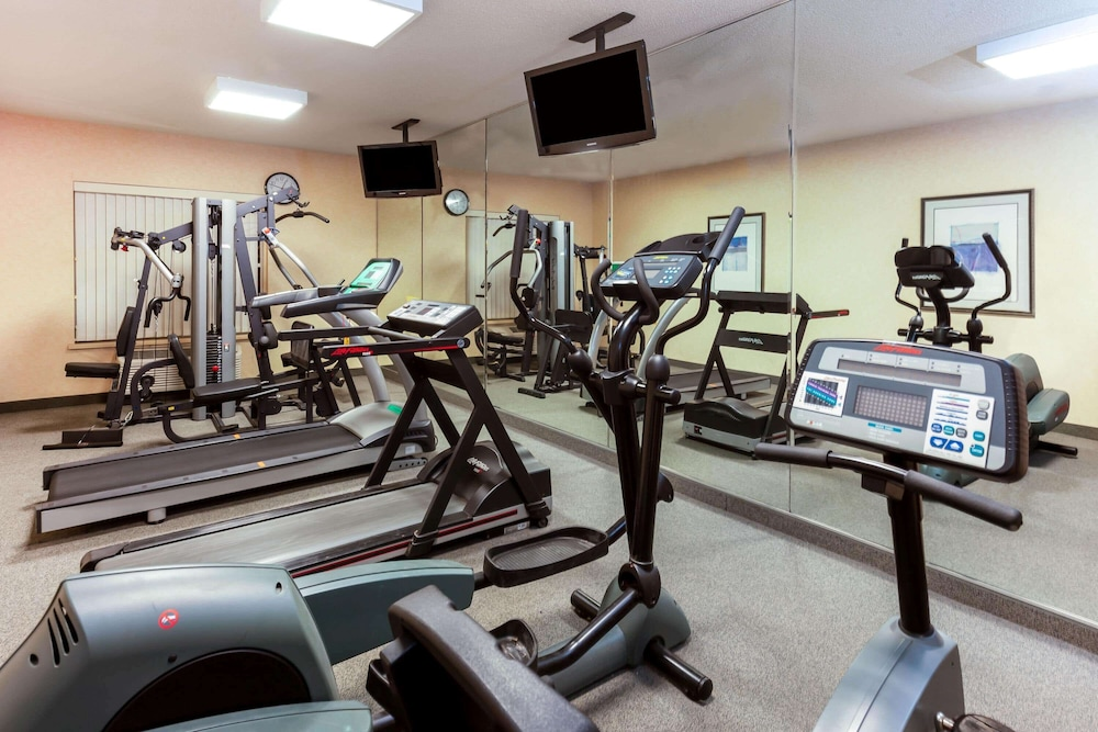 Fitness Facility, La Quinta Inn & Suites by Wyndham Milwaukee SW New Berlin