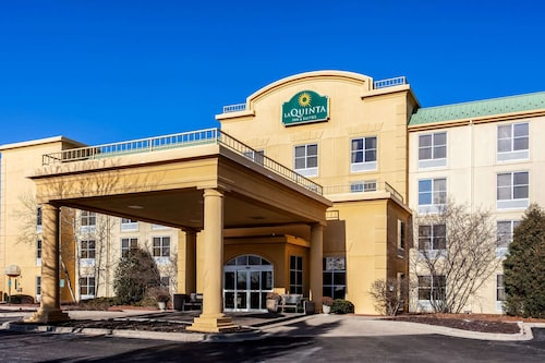 La Quinta Inn & Suites by Wyndham Milwaukee SW New Berlin