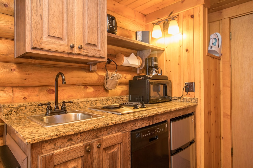 Private Kitchenette, Elk Country Inn