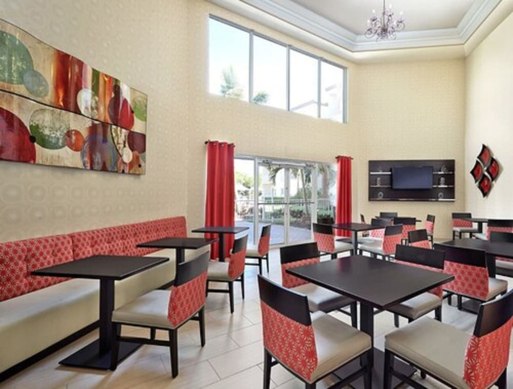 Dining, Holiday Inn Express Hotel & Suites Naples Downtown - 5th Ave, an IHG Hotel