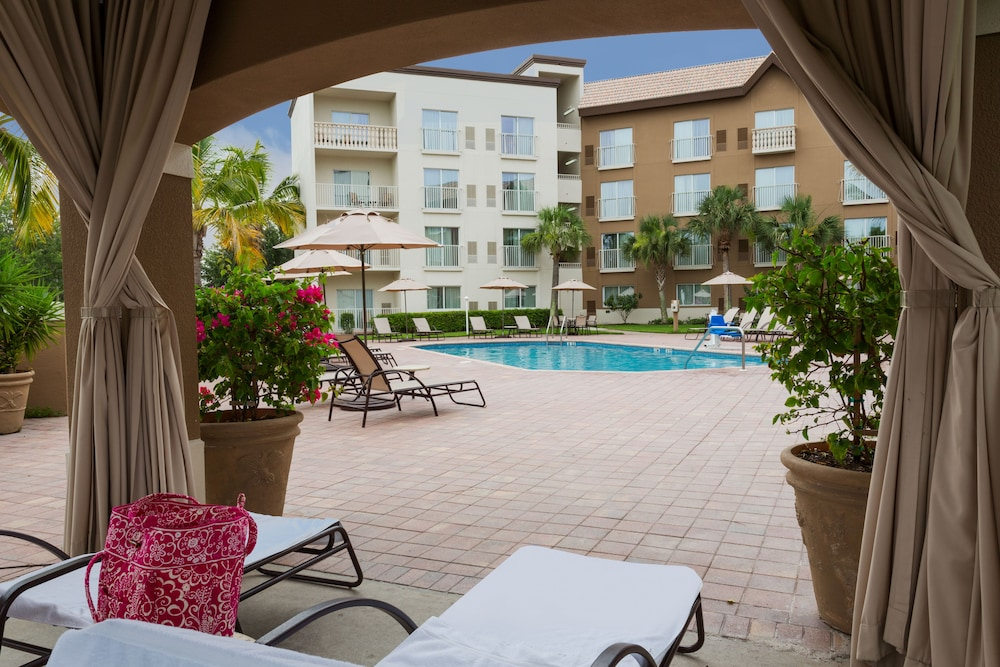 BBQ/Picnic Area, Holiday Inn Express Hotel & Suites Naples Downtown - 5th Ave, an IHG Hotel