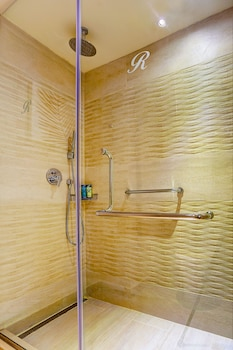 Luxury Room Adults Only Diamond Club with Butler Service - Bathroom Shower