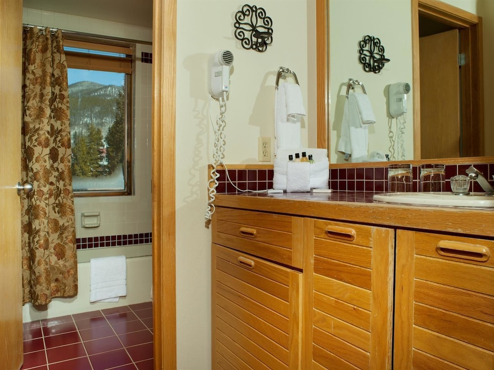 Bathroom, Mountain House Neighborhood by Keystone Resort