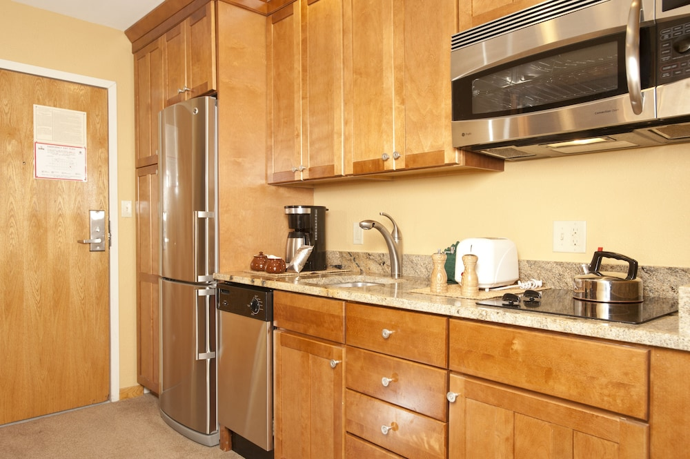 Private Kitchen, Mountain House Neighborhood by Keystone Resort