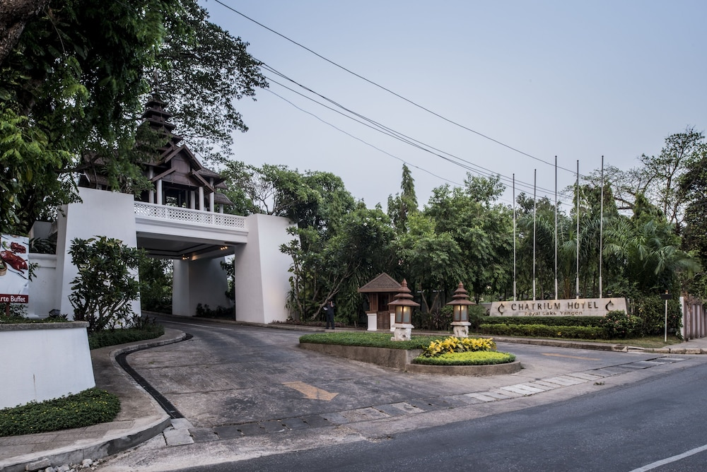 Property Grounds, Chatrium Hotel Royal Lake Yangon