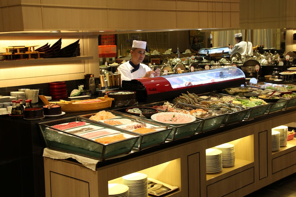 Buffet, Chatrium Hotel Royal Lake Yangon