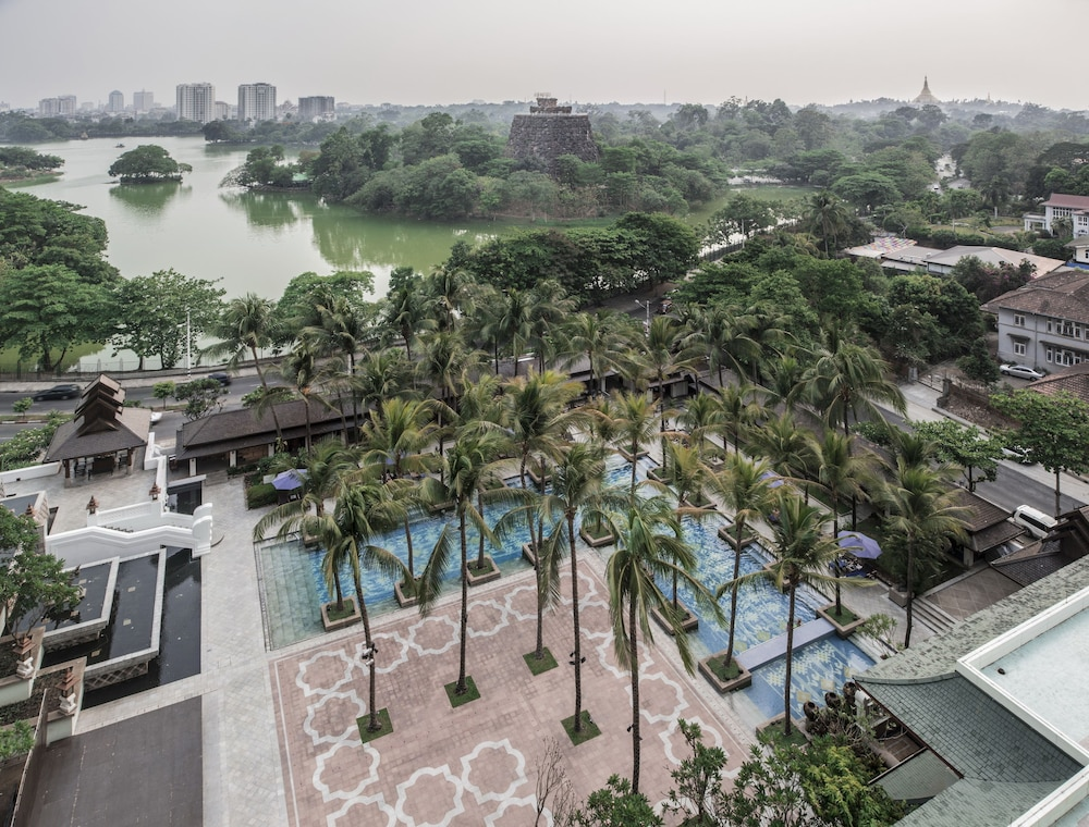 Outdoor Pool, Chatrium Hotel Royal Lake Yangon