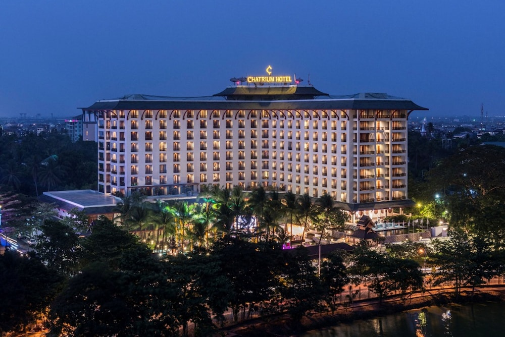 Exterior, Chatrium Hotel Royal Lake Yangon
