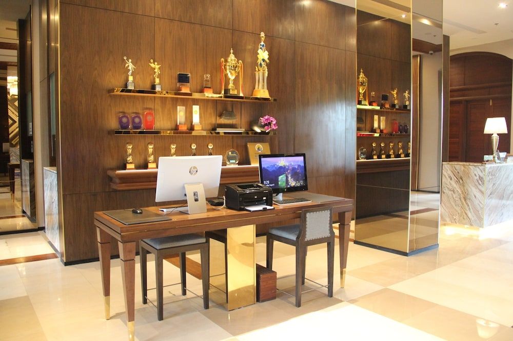 Business Center, Chatrium Hotel Royal Lake Yangon